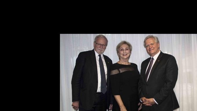 ANU Chancellor Professor the Hon Gareth Evans AC QC, 2017 Alumni of the Year Elizabeth Bryan AM, and Vice-Chancellor Professor Brian Schmidt AC.