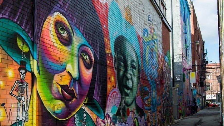 Street graffiti in alleyway